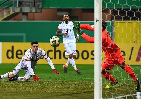 ไฮไลท์ฟุตบอล เดเอฟเบ โพคาล พาเดอร์บอร์น 0-6 บาเยิร์น มิวนิค